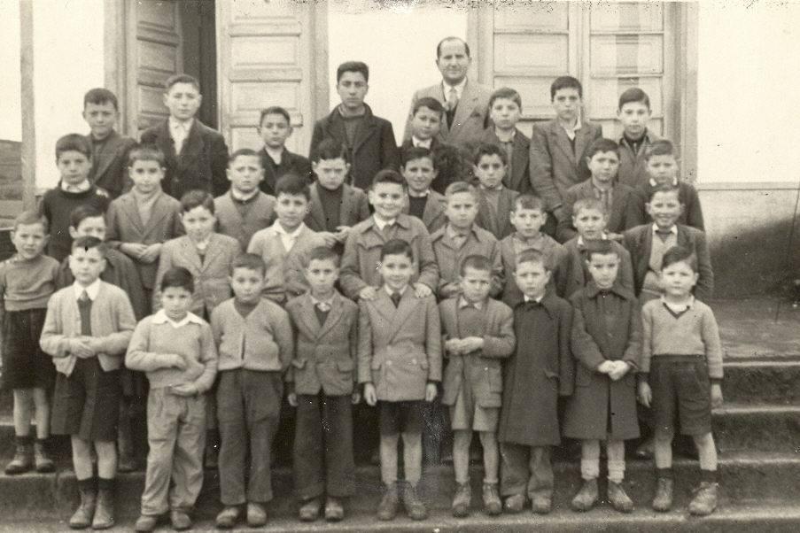 Anos 50. Escola unitaria de nenos. O mestre era Manuel Cordeiro. Aportación de Pilar Cordeiro