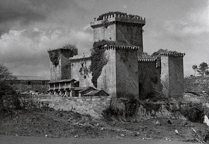 Ano 1973. Castelo de Pambre. Foto de Carlos Válcarcel