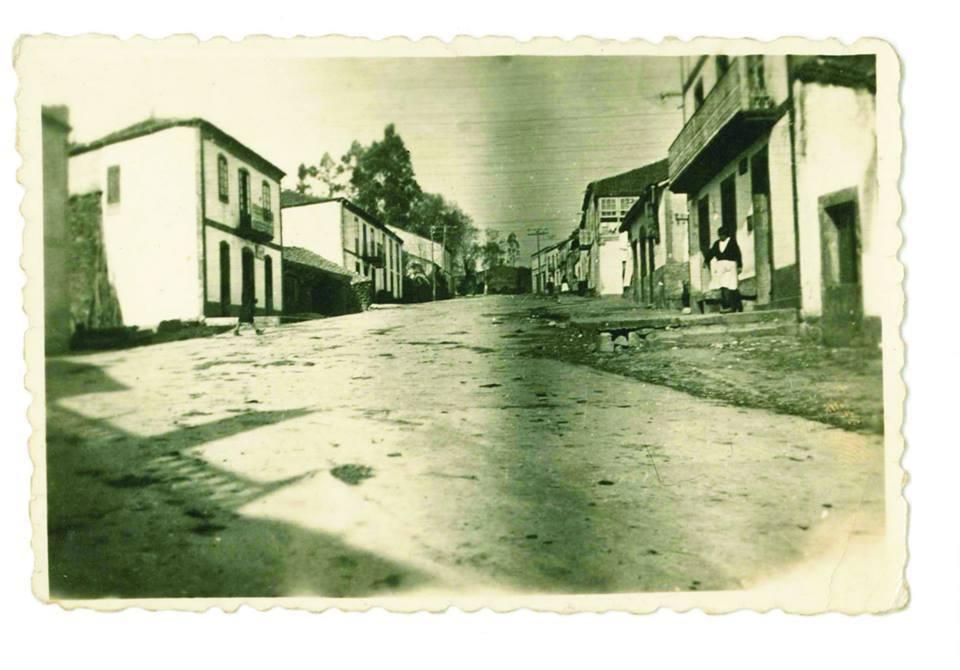 Aprox. ano 1940. Vila de Palas de Rei, ao fondo a Carretera de Lugo. Aportación de JMdCB