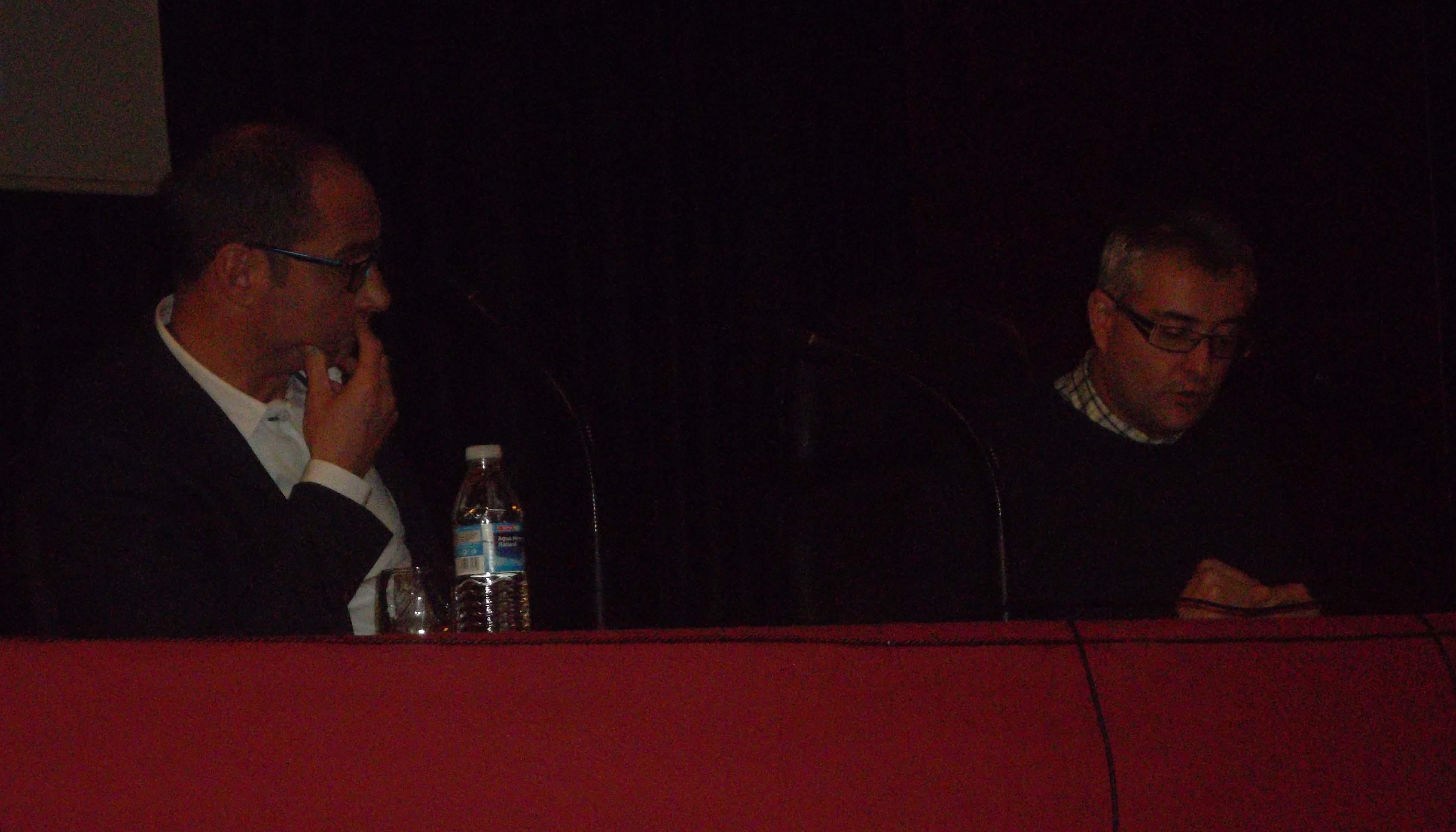 Conferencia de José Ángel García López. Ao seu carón Gregorio Ferreiro Fente