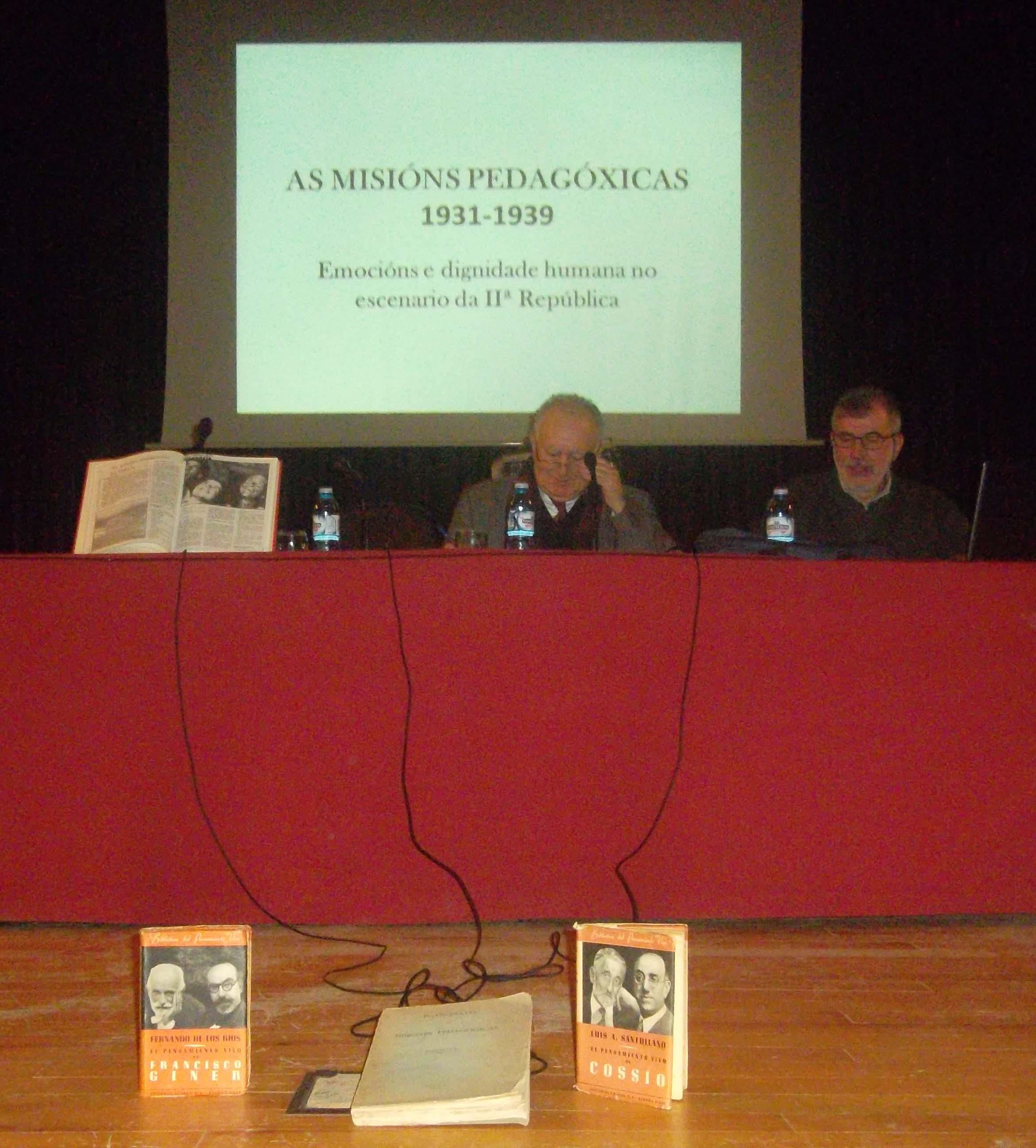 Conferencia de Antón Costa Rico. Ao seu carón Xesús Alonso Montero