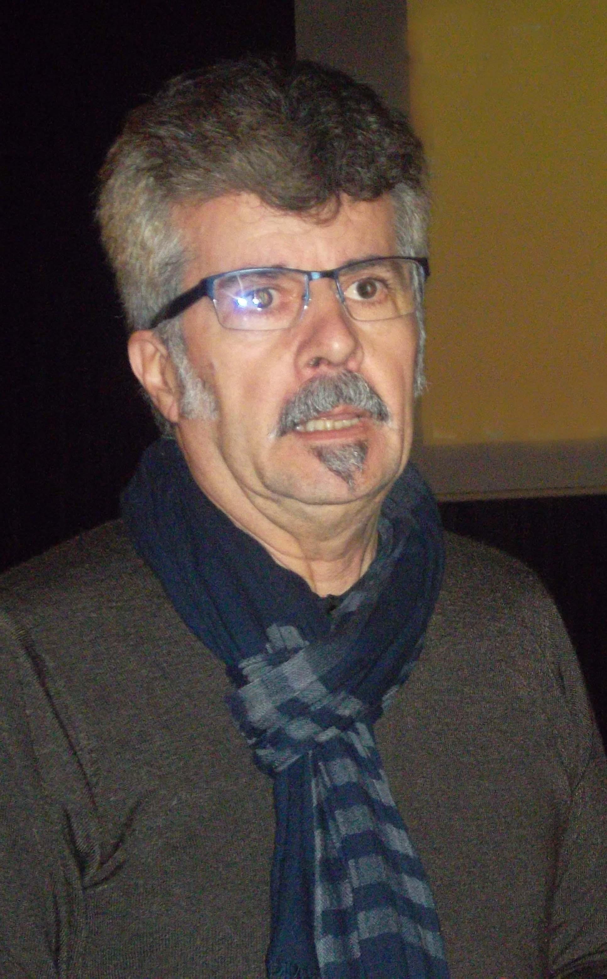 """Xan Leira presentando o documental """"Exilios, Lorenzo Varela"""""""