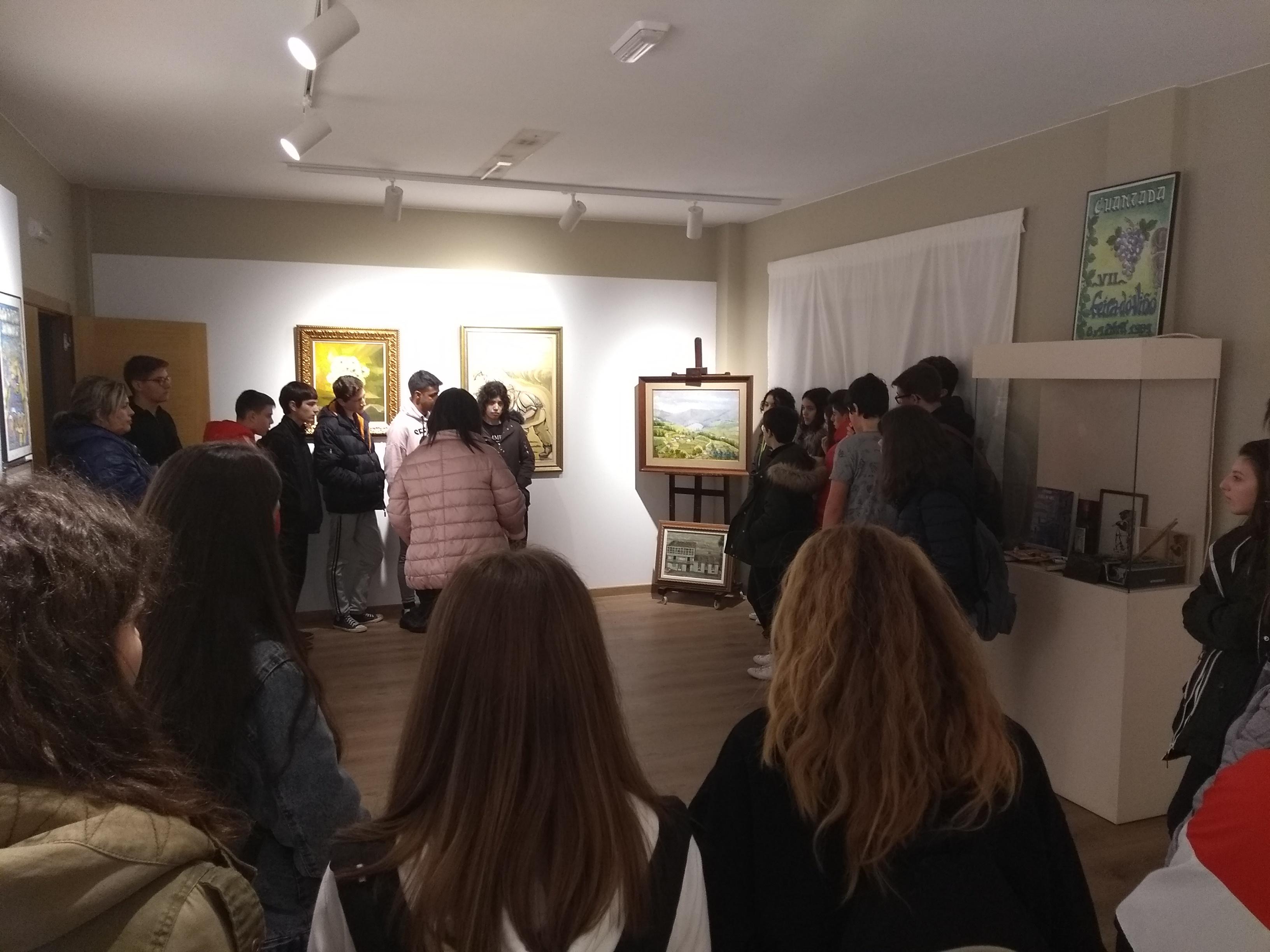 Visita de alumnos do IES Monterroso á Exposición de Yebra de Ares do Instituto de Estudos Estudos Ulloans