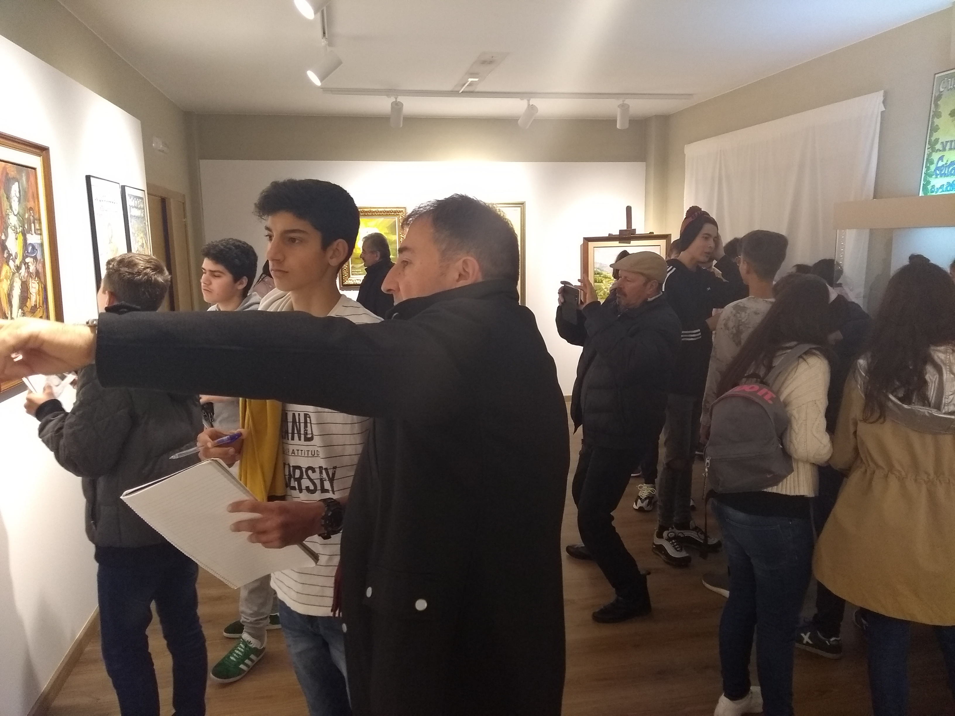 Visita de alumnos do IES Palas de Rei á Exposición Yebra de Ares do Instituto de Estudos Ulloáns