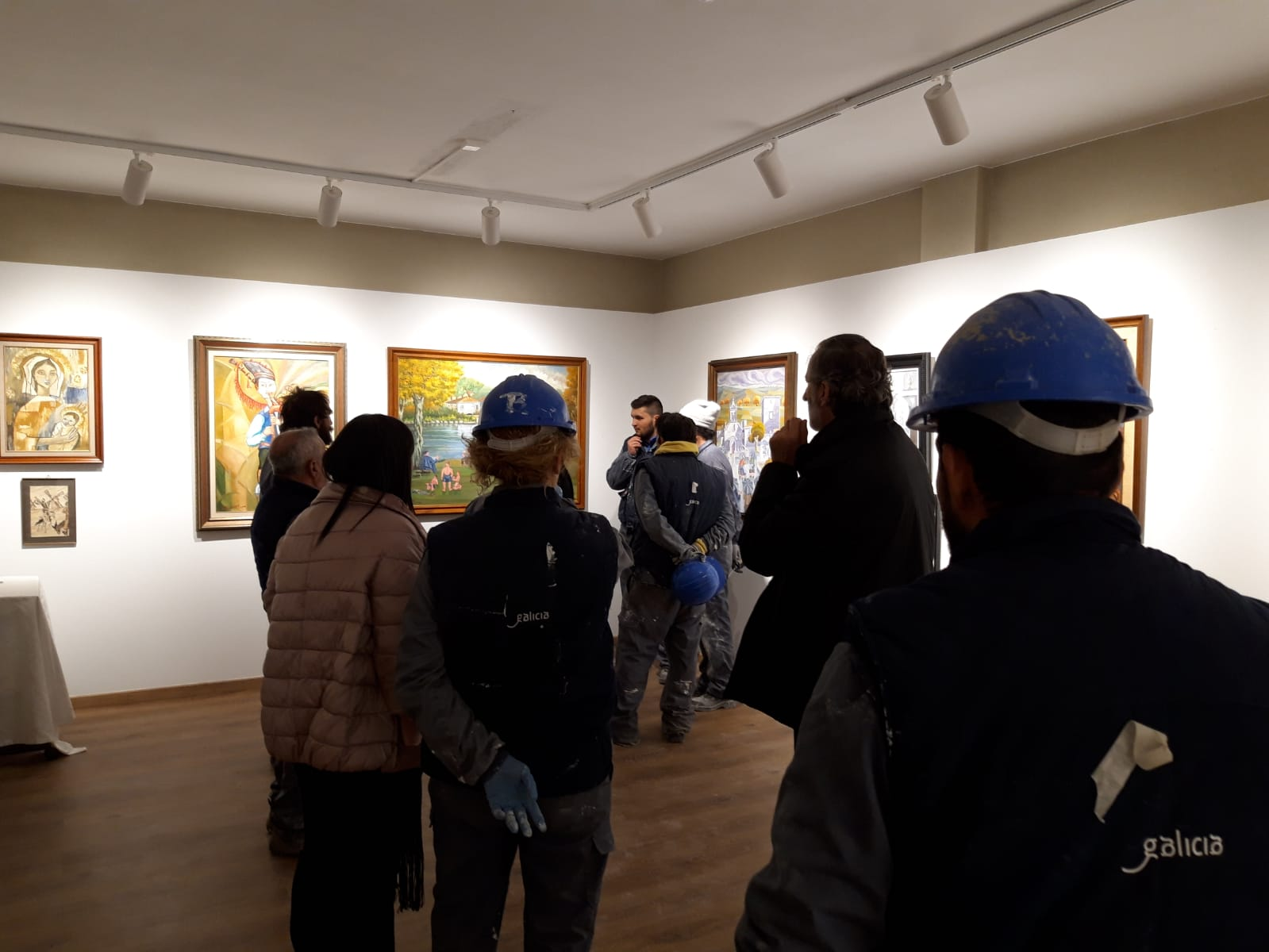 Visita dos integrantes do Obradoiro de emprego Ulla-Miño V á Exposicion Yebra de Ares do Instituto de Estudos Ulloáns