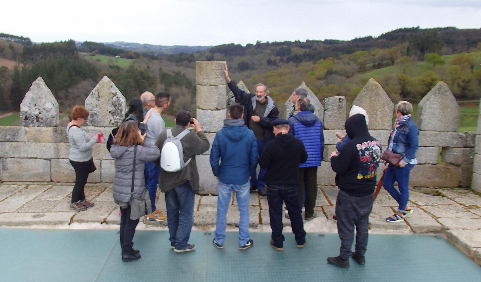 Visita ao castelo de Pambre de A Colectiva, guiada polo Instituto de Estudos Ulloáns