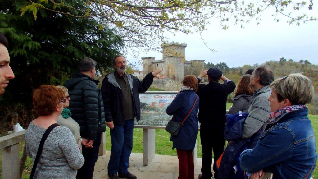 Visita de A Colectiva ao castelo de Pambre, guiada polo Instituto de Estudos Ulloáns