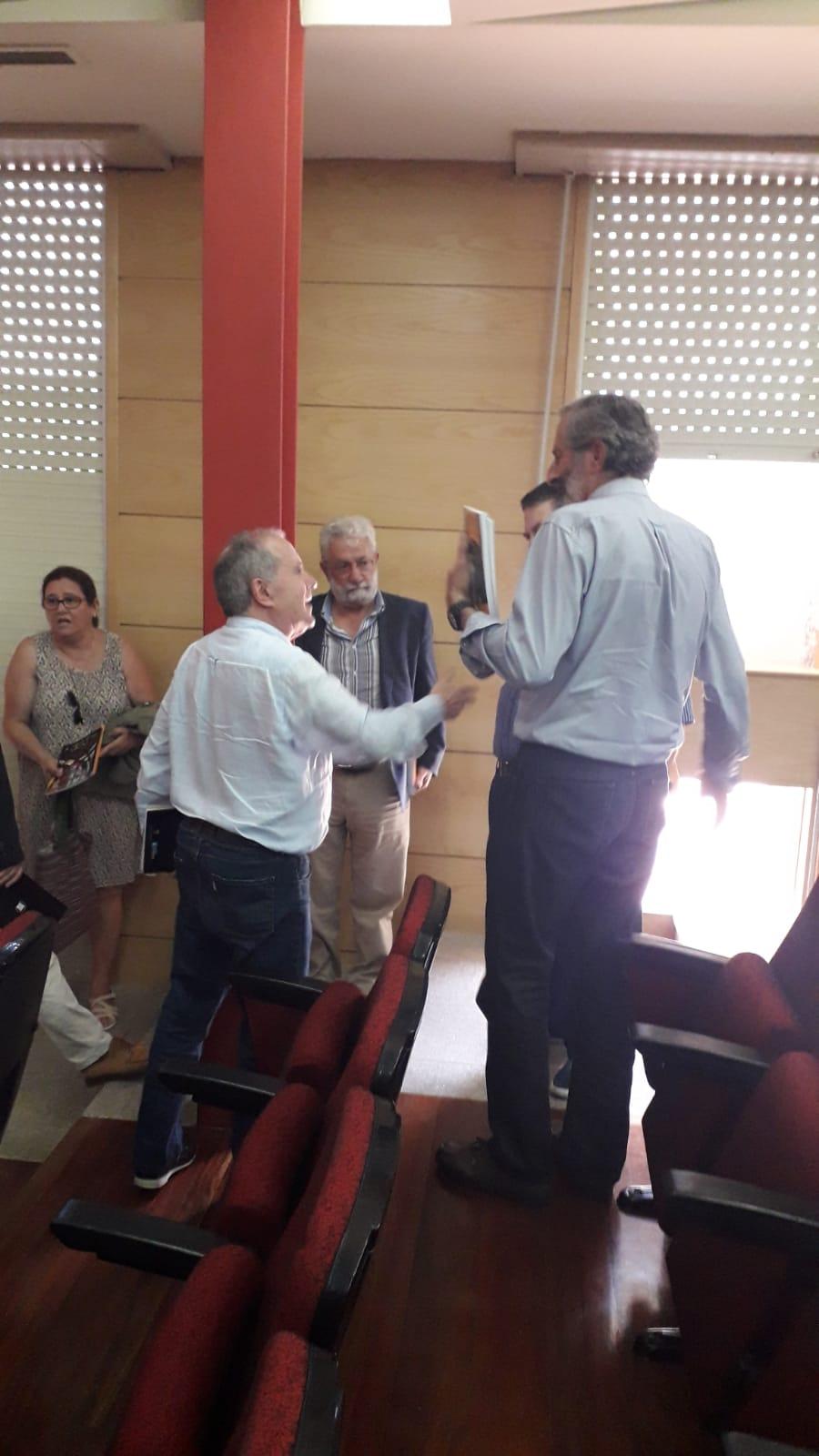 Visita do Instituto de Estudos Ulloáns ao Insrtituto de Estudos Carballiñeses, presentación Agora do Orcellón